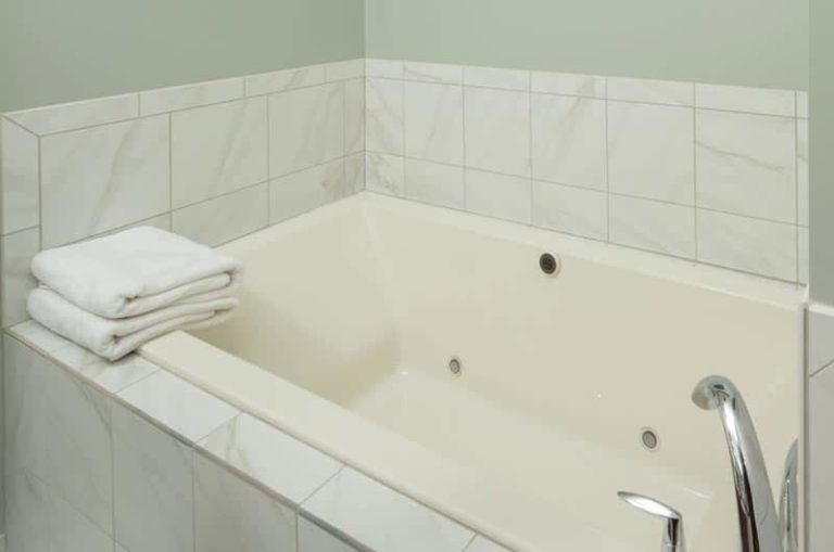 Jail Hill Inn, Room 402, a luxury suite in Galena, Illinois, soaker tub