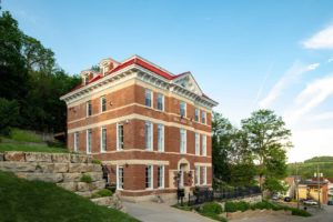 Stay at the Best Galena Bed and Breakfast this Winter